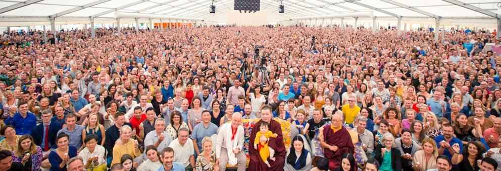 Gruppenbild beim Sommerkurs 2019 mit Thaye Dorje, Seine Heiligkeit der 17. Karmapa, Thugseyla und Lama Ole Nydahl