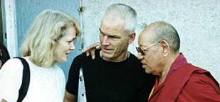 Lopön Tsetschu Rinpoche mit Hannah und Lama Ole Nydahl