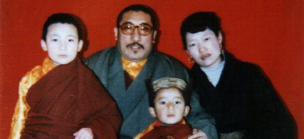 Karmapa Thaya Dorje, sein Vater Mipham Rinpoche, seine Mutter Dechen Wangmo und sein Bruder Tsönam Tsemo Rinpoche