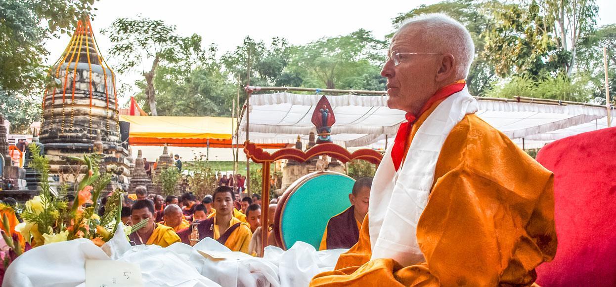 Lama Ole Nydahl beim Kagyu Monlam in Bodhgaya, Indien