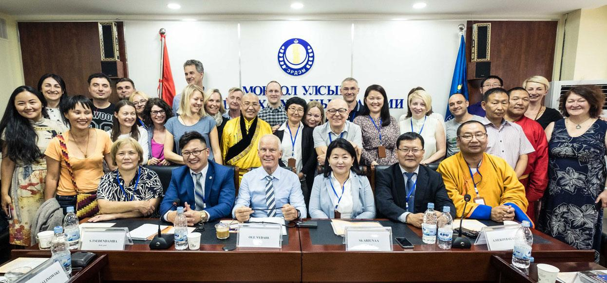 "Lama Ole Nydahl bei der Konferenz ""Kagyu Tradition in Mongolia"" in Ulan Bator am 17. Juli 2017"